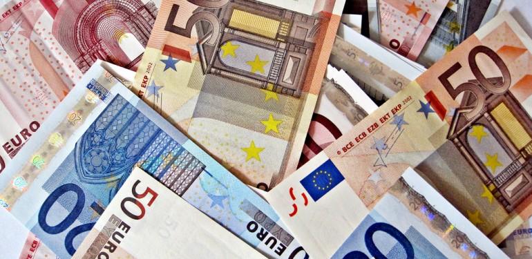 euro-money-pile