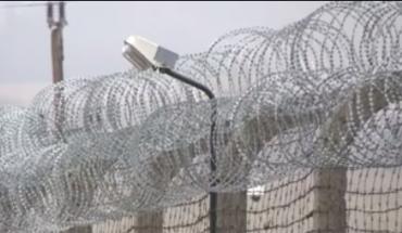 razor-wire-prisoners-hungary
