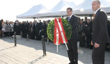 Ambassador of Canada in Greece, Keith Morrill, laid a wreath at the Holocaust Monument in Thessaloniki