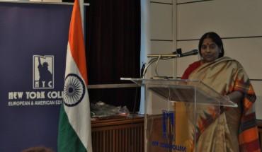 Αναμνηστική φωτογραφία από την διάλεξη της πρέσβειρας της Ινδίας στην Ελλάδα, κυρίας Murugesan Manimekalai